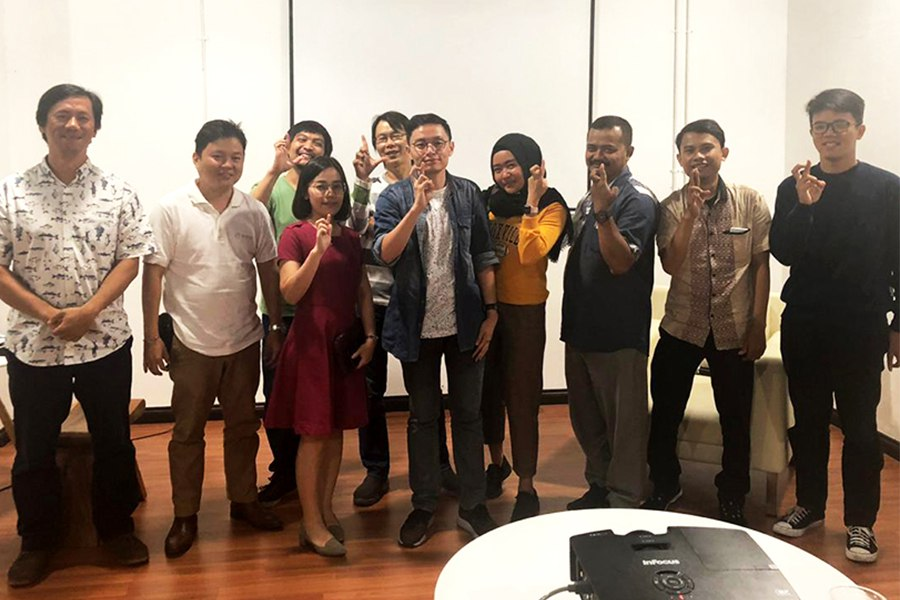 Thursday Blockchain Bonanza 28 March 2019. Raymond (Community Manager BlooCYS) as our Speaker with theme Peluang dan Lowongan Kerja Online di Aplikasi BlooCYS